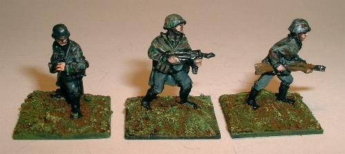 N55 SS Officer in smock, N58 SS with SMG advancing,  N59 SS rifleman advancing